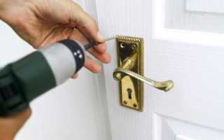 Как вставить дверную ручку в межкомнатную дверь?